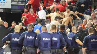 Des supporters israéliens incontrôlables à Charleroi- bagarre, jets de sièges et bombes lacrymogènes au Spiroudome (vidéo) 2