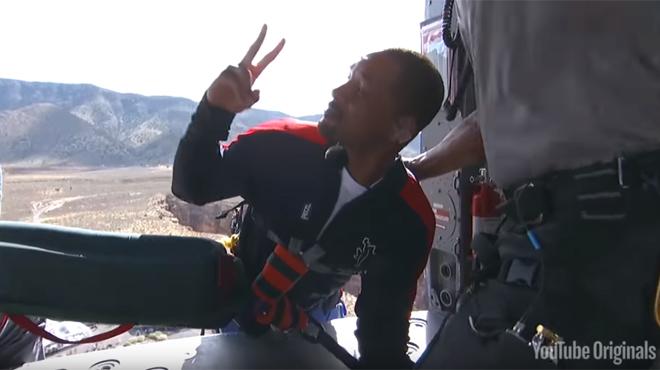 Will Smith saute en bungee pour ses 50 ans | Célébrités