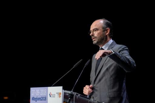 Collectivités: Philippe plaide pour restaurer le dialogue, les élus sceptiques