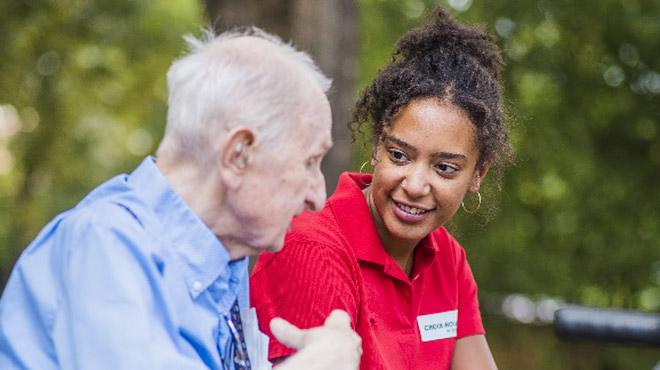 La Croix-Rouge recherche d'urgence des bénévoles pour aller à la rencontre des aînés seuls: téléphonez au 105