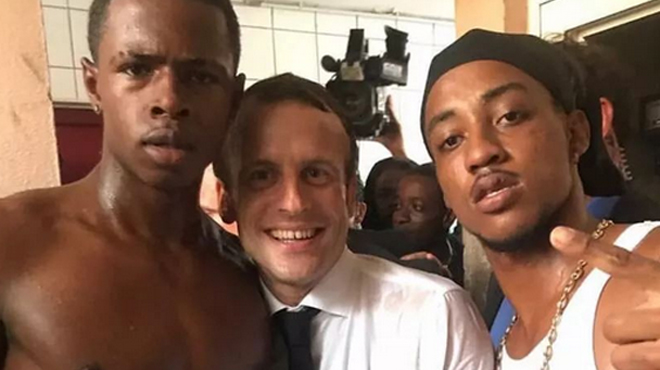 Cette photo avec Emmanuel Macron crée la controverse en France
