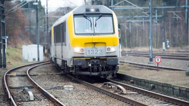 Une tentative de vol de câbles le long des voies ferrées tourne mal à La Louvière
