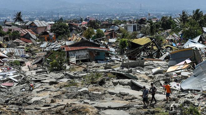 Terrible découverte dans une église en Indonésie, où le bilan passe à 1.234 morts et la terre tremble encore