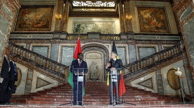 Le Palais d'Egmont, où sont reçus les hauts dignitaires étrangers, a perdu lui aussi un bout de plafond...