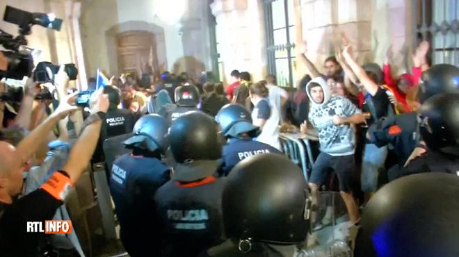 Affrontements à Barcelone: le président indépendantiste catalan accusé de jouer