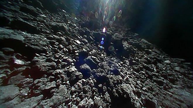 Un petit robot franco-allemand largué sur un astéroïde après 3 ans de route