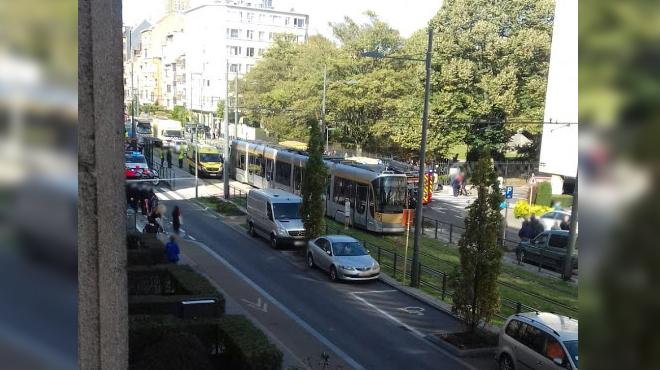 Miracle à Jette: renversé par un tram, un enfant de 10 ans passe ENTRE les roues et échappe au pire