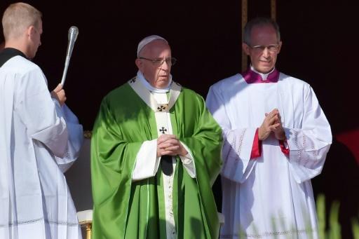 Le pape appelle à transformer une Eglise figée qui éloigne les jeunes
