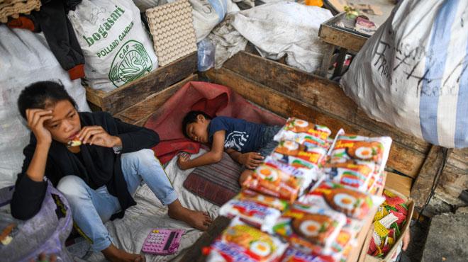 Des enfants traumatisés et séparés de leurs parents après le tsunami en Indonésie: