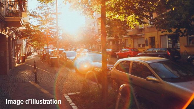 Ébloui par le soleil, un conducteur ne voit pas une voiture arriver: deux blessés à l'hôpital