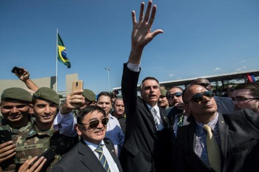 Brésil: la candidature de Bolsonaro dopée par les réseaux sociaux