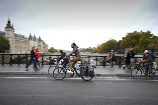 Paris: les agents municipaux vont sanctionner les conducteurs sur les pistes cyclables