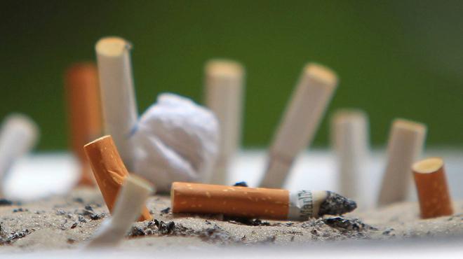 Mégots en rue: Bruxelles envoie la facture aux cigarettiers