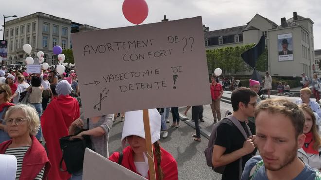 La Chambre sort l'IVG du Code pénal mais ne convainc PAS DU TOUT le monde associatif: