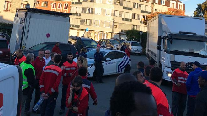 Une centaine de travailleurs de BPost se croisent les bras à Anderlecht: