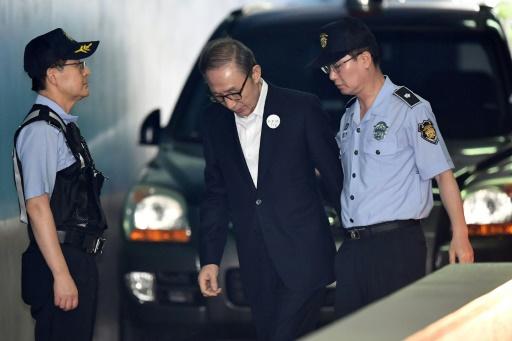 Corée du sud: l'ex-président Lee Myung-bak condamné à 15 ans de prison pour corruption