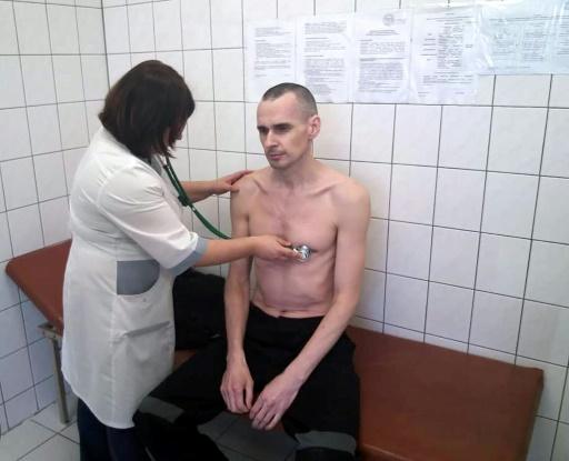 Russie: selon les autorités, le cinéaste emprisonné Oleg Sentsov arrête sa grève de la faim