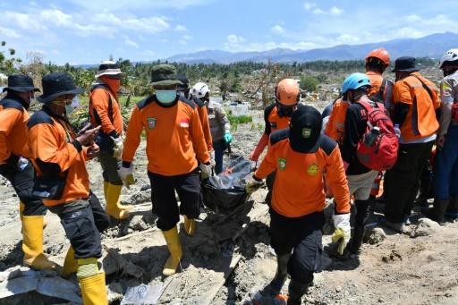 Cadavres ensevelis en Indonesie: un risque sanitaire infime