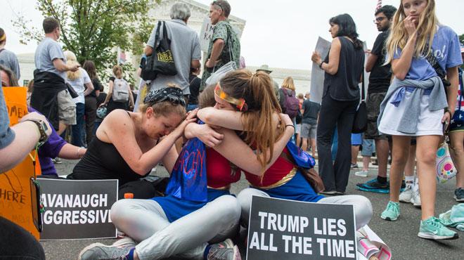 La colère des manifestants suite à la prestation de serment de Kavanaugh: