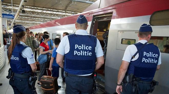 Un homme armé d'un couteau maîtrisé par des militaires à la gare de Bruxelles-Midi