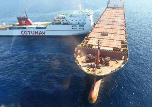 Collision de navires au large de la Corse: début des opérations de dépollution