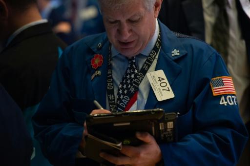 Wall Street, fébrile face à la montée des taux d'intérêt, ouvre en baisse