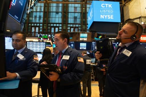 Wall Street, en ordre dispersé, surveille les taux d'intérêt américains