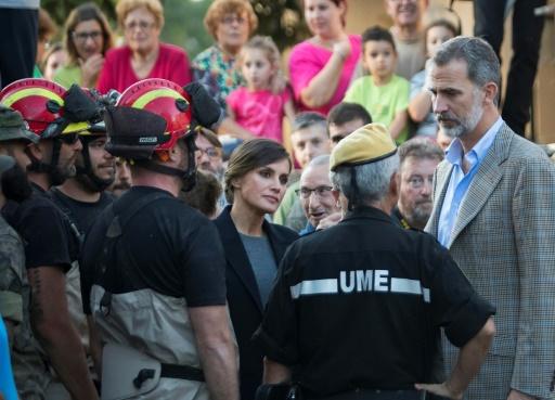 Inondations: le roi et la reine d'Espagne se rendent à Majorque