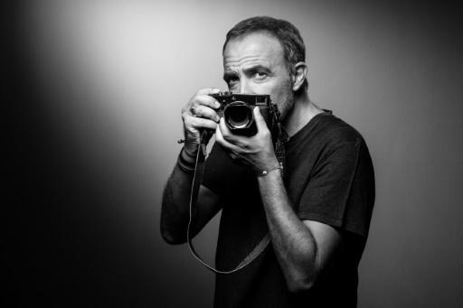 Nikos Aliagas saisit le temps dans un livre et une expo photo
