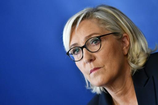 Mise en examen aggravée: Marine Le Pen se dit