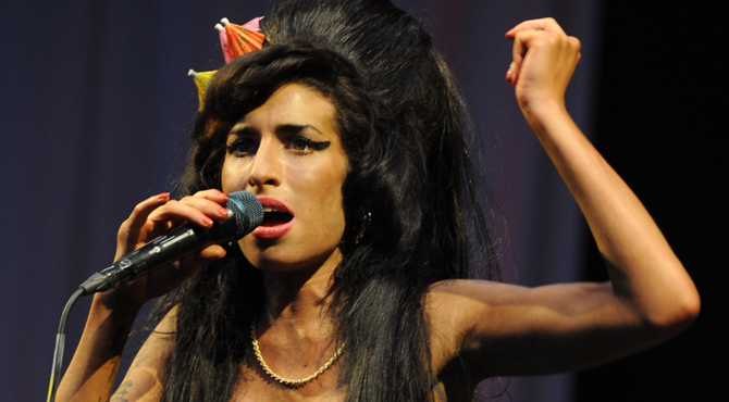 Amy Winehouse fait son retour sur scène en hologramme
