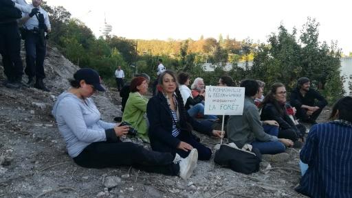 Près de Paris, un sit-in avec Catherine Ringer pour