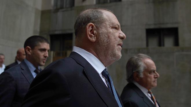 L'affaire Weinstein se dégonfle: une plaignante a reçu le conseil d'effacer des messages gênants, le procureur reconnaît une nouvelle erreur