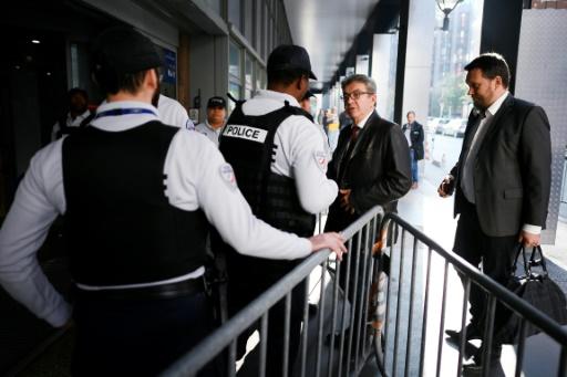 Entendu cinq heures par la police, Mélenchon dénonce une