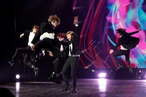 Lookés, engagés, adulés: BTS, les roi de la K-pop débarquent à Paris