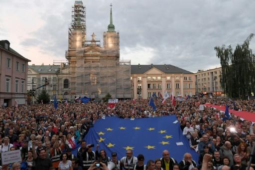 La Pologne doit suspendre sa réforme controversée de la Cour suprême