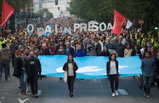 Espagne: des milliers de manifestants réclament le rapprochement des prisonniers de l'ETA