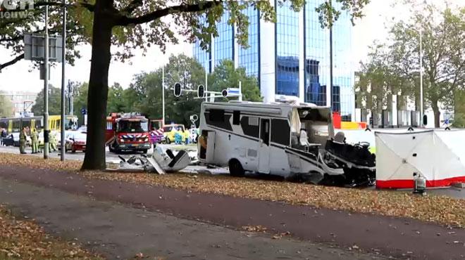 Collision entre un mobilhome belge et un tram à Utrecht, aux Pays-Bas: un mort et deux blessés, dont un enfant