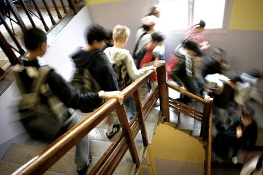 Lycéen en garde à vue à Créteil: Macron juge