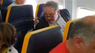 Si vous ne trouvez pas une autre place, je vous bouge de là !- un homme profère des propos racistes dans un avion Ryanair (vidéo) 4