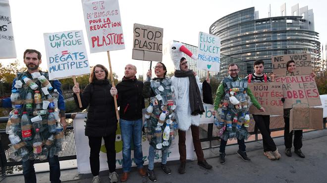 Le Parlement européen vote l'interdiction des produits plastiques à usage unique