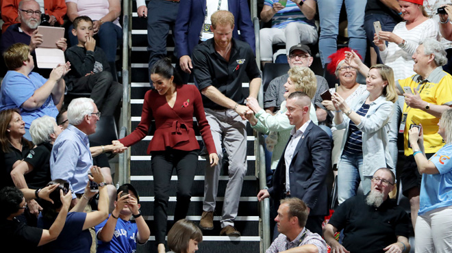 Bain de foule pour Meghan et Harry: le couple princier accueilli comme des stars aux Invictus Games (photos)