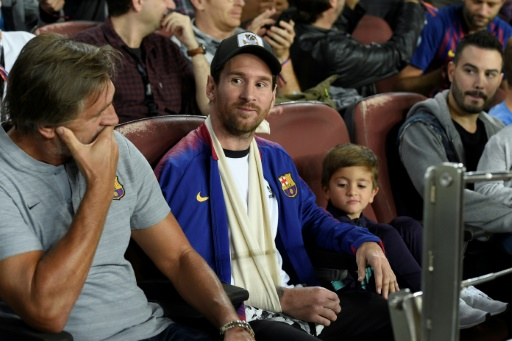 """FC Barcelona: Messi resumes the race after his injury injury """"title ="""" FC Barcelona: Messi resumes the race after his injury """"/><p> The captain of FC Barcelona, Lionel Messi, armed in & # 39; a stall in the stalls at the UEFA championship squad match against Inter Milan on Camp Nou on October 24, 2018LUIS GENE</p></p></div><div id="""
