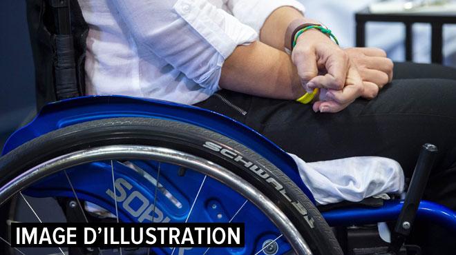 Des patients paraplégiques parviennent à remarcher grâce à... UN IMPLANT (vidéo)