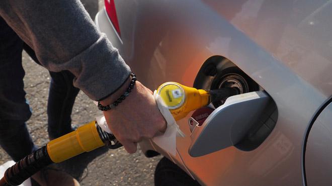 Le diesel est de plus en plus cher: des automobilistes roulent au MAZOUT mais ce n'est pas sans risque