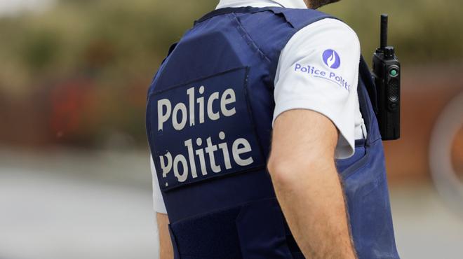 Un voleur brise une fenêtre pour commettre un vol dans une maison et... appelle la police pour qu'on le soigne