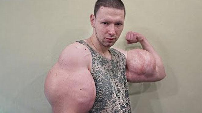 Les biceps de Kirill mesurent 61 centimètres: