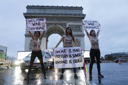 During the Arc of Triumph, Femen de reveals