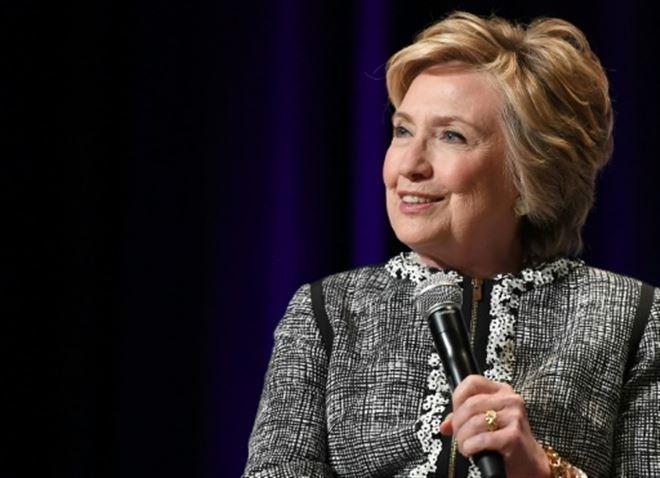 Les écoliers texans devraient finalement entendre parler de Hillary Clinton