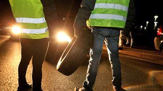 Les gilets jaunes agitent la France- 400 blessés, 1 mort, 287.000 manifestants dont certains sont toujours à leur barrage... 3